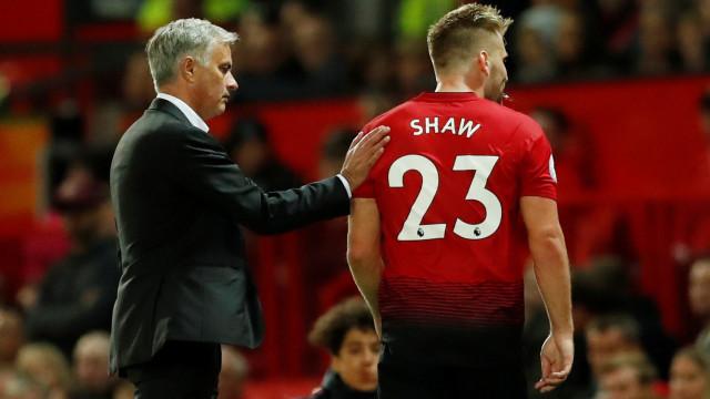 """Luke Shaw defende Mourinho: """"Não é ele que está no campo, pois não?"""""""