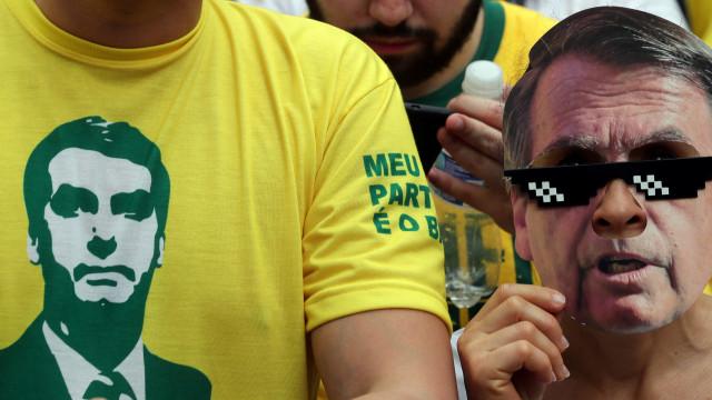 Manifestação pró-Bolsonaro desmobilizada pela chuva forte