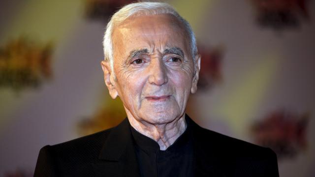 Morreu o cantor Charles Aznavour. Tinha 94 anos