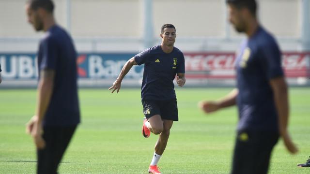 Treinador da Juventus chama sub-19 para o lugar de Ronaldo