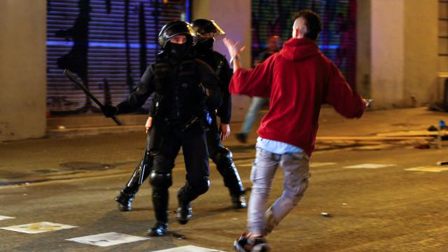 Confrontos entre polícia e manifestantes no Parlamento de Barcelona