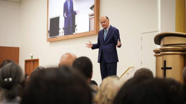 Líder da IURD declara apoio a Bolsonaro nas presidenciais do Brasil