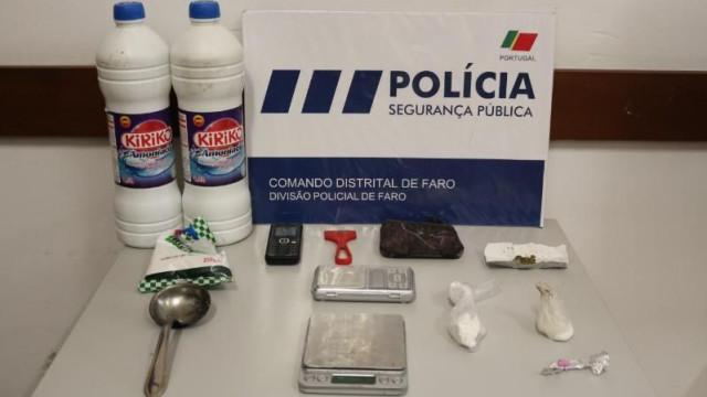 Apanhada a vender droga a turistas na baixa de Faro