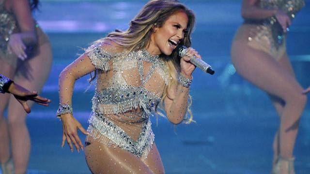 Jennifer Lopez treina de madrugada com o namorado