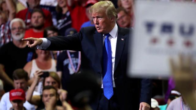 """Arábia Saudita """"não aguentava duas semanas"""" sem ajuda dos EUA, diz Trump"""
