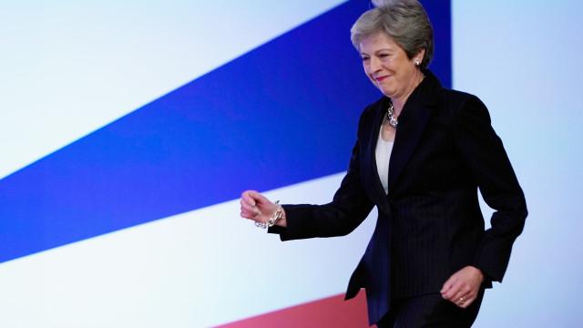 Theresa May dança ao som dos Abba antes de fechar congresso