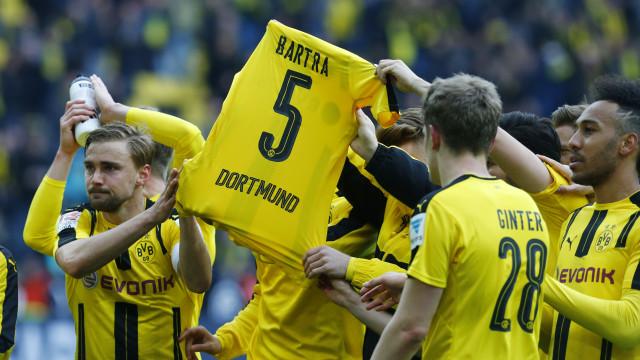Bartra assinala reencontro entre Dortmund e Monaco após atentado em 2017