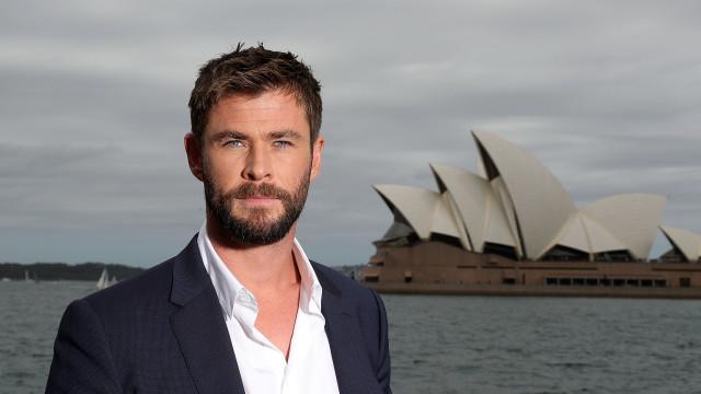 """Chris Hemsworth diz sentir """"nojo"""" do seu dinheiro"""