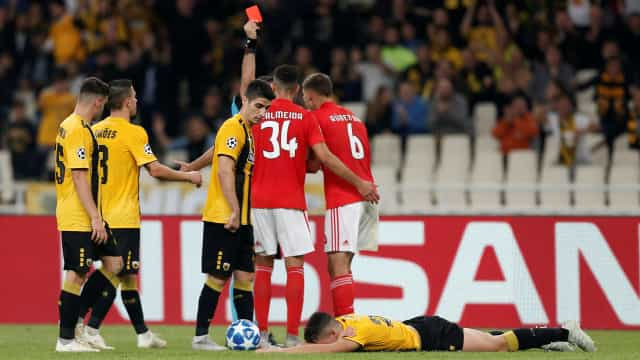 Conheça os 10 jogadores do Benfica expulsos na Champions