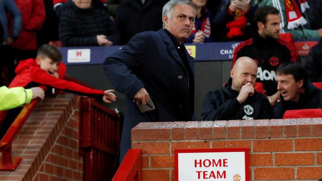 Alerta em Manchester: Mourinho pode mesmo ser despedido no fim de semana