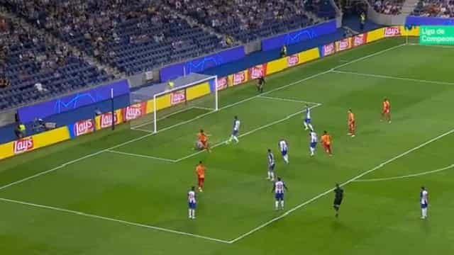 As duas grandes defesas de Casillas que evitaram os golos do Galatasaray