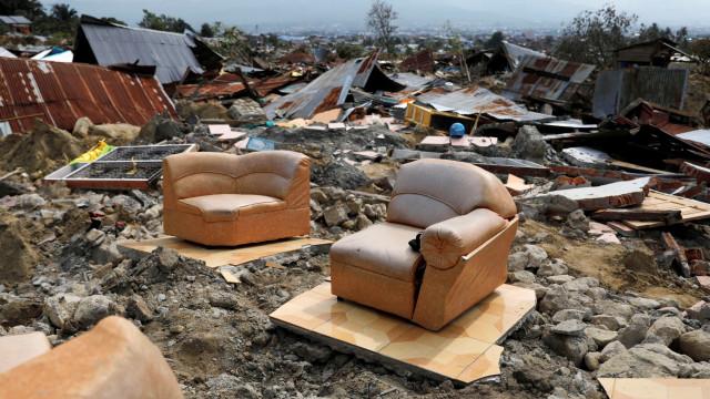 Na corrida contra o tempo na Indonésia, há mil pessoas desaparecidas