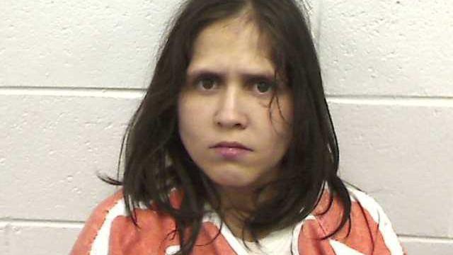Mãe detida após deixar os dois filhos dentro de um carro ao calor nos EUA