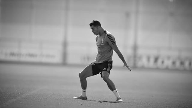 Juventus mostra Ronaldo de pé quente no treino