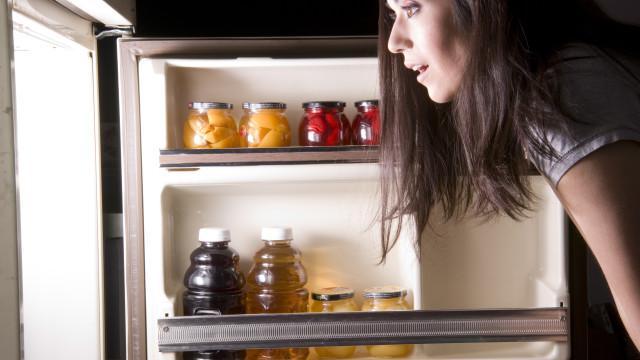 Diga não a estes oito alimentos que não o deixam dormir