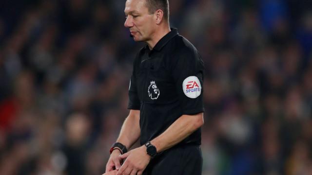 Brighton-West Ham interrompido por arremesso de objeto... impróprio