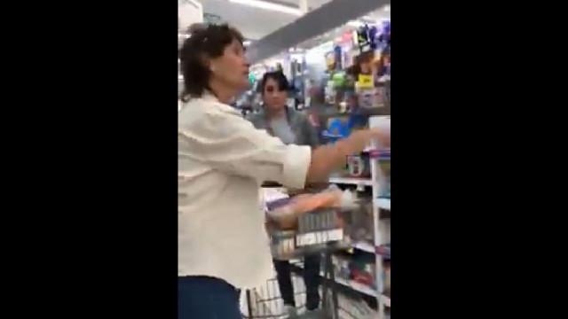 """EUA: """"Heroína"""" sai em defesa de duas jovens insultadas por falar espanhol"""