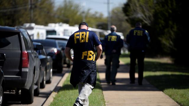 Agente do FBI baleado por cadeira de rodas armadilhada durante busca