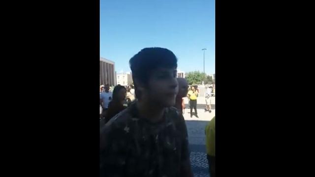 """""""Sou fascista mesmo"""". Tensão em Lisboa em dia eleições no Brasil"""