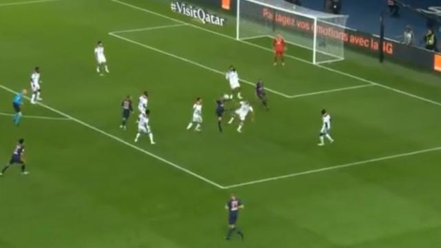 A noite de sonho de Mbappé: Quatro golos em 13 minutos