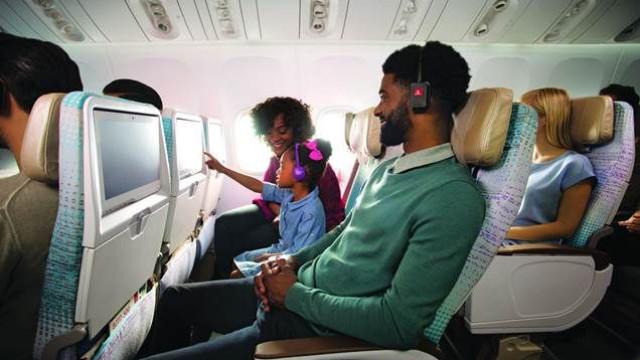 Fã de cinema e de viajar? A Emirates tem mais de mil filmes a bordo
