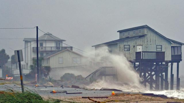 Balanço de mortos sobe para 11 na passagem do furacão Michael