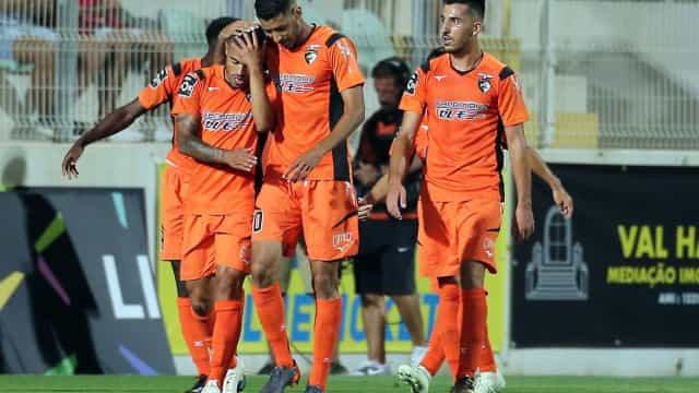 A reação do Portimonense à multa do CD por causa do corte da relva