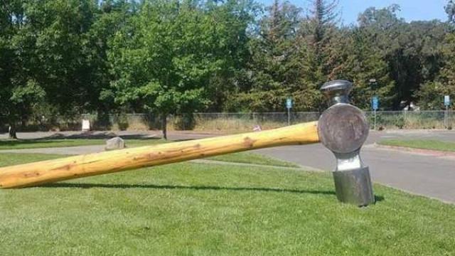 Martelo de 360 quilos roubado na Califórnia (vale cerca de 13 mil euros)