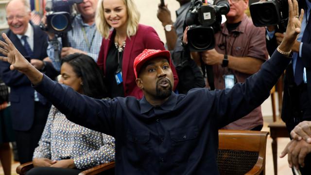 """Indignado, Kanye West distancia-se de Trump: """"Tenho sido usado"""""""