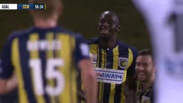 A aventura de Bolt no futebol ganha novo capítulo. Eis o primeiro golo