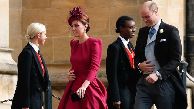 Casamento real: Kate Middleton aposta em vestido cor de cereja