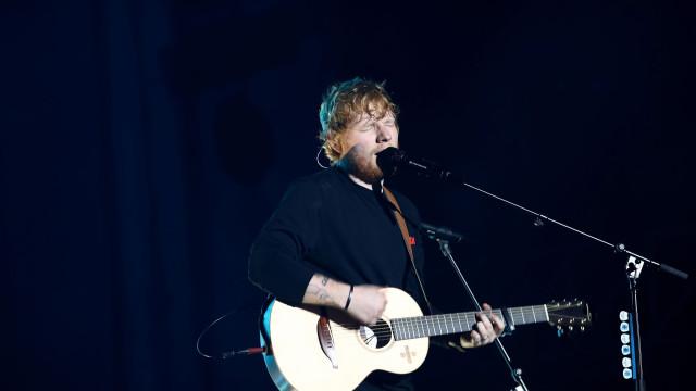 Ed Sheeran lucra cinco meses de salário mínimo nacional... numa hora