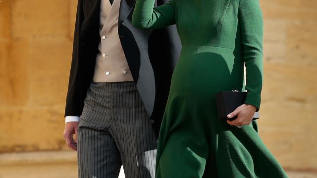 Pippa Middleton vista pela primeira vez com filho recém-nascido