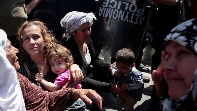 Polícia grega investiga razões de assassinato de três refugiadas