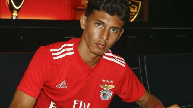 Prodígio contratado pelo Benfica em destaque na imprensa inglesa
