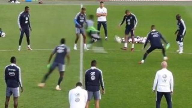 Maldade de Mbappé levou Dembelé ao chão