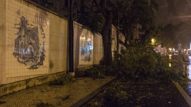 Mais de 100 mil pessoas continuam sem eletricidade