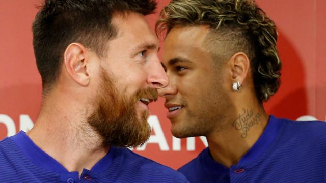Neymar 'pisca o olho' ao Barcelona... e o Barcelona 'pisca' de volta