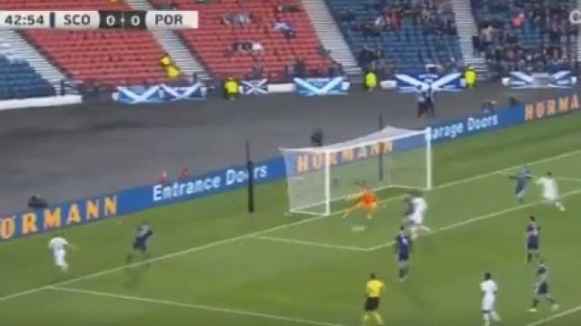 Hélder Costa assina estreia por Portugal com golo frente à Escócia