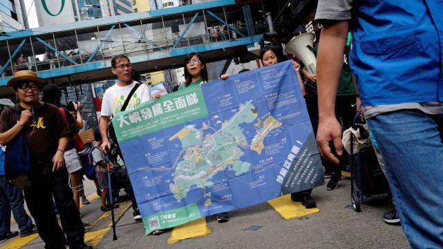 Milhares protestam em Hong Kong contra projeto multimionário em Lantau