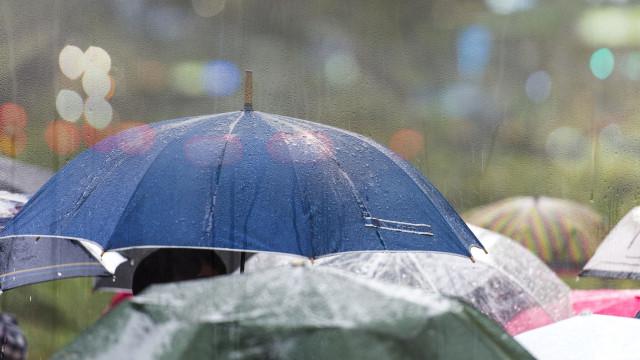 Onze distritos sob aviso amarelo devido à chuva, vento e agitação do mar