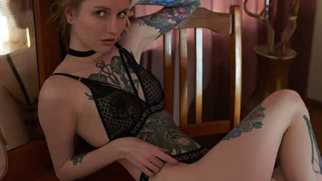 Alena German: (Muitas) tatuagens numa 'tela'... irresistível