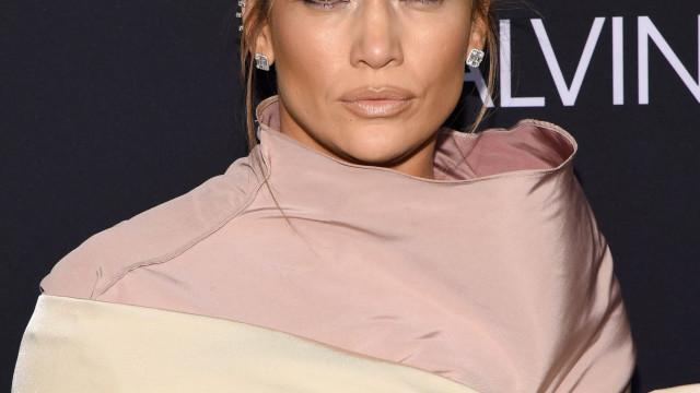 Sem filtros e sem maquilhagem: Jennifer Lopez deslumbra aos 49 anos