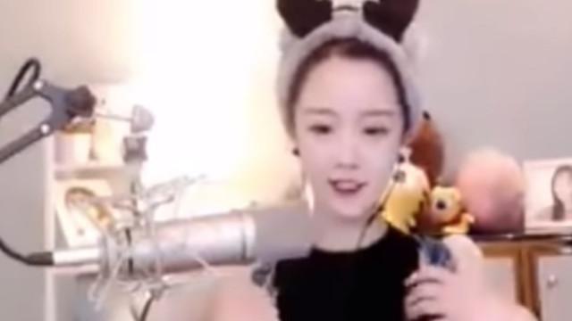 """Blogger chinesa detida por """"desrespeitar"""" hino nacional em vídeo"""