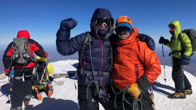 Homem cego escala a montanha mais alta da Europa