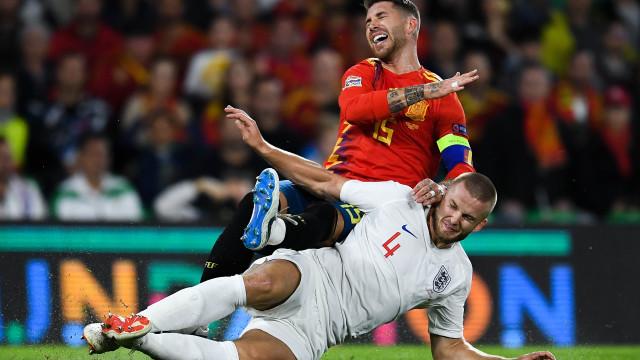 """Eric Dier explica entrada sobre Sergio Ramos: """"É cada um por si"""""""