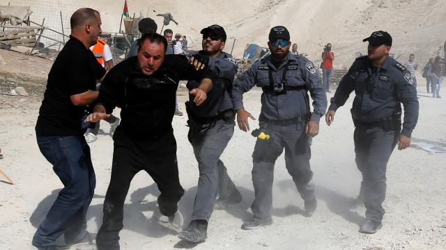 Demolição de vila palestiniana por Israel pode ser crime de guerra