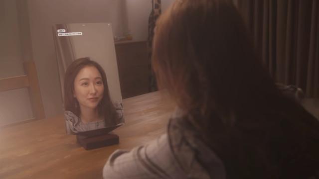 Este espelho inteligente tem sempre algo de bom para lhe dizer