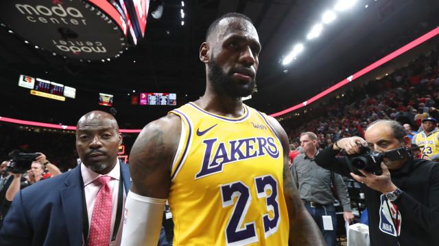 """LeBron James arrasador: """"Não testem a minha paciência"""""""