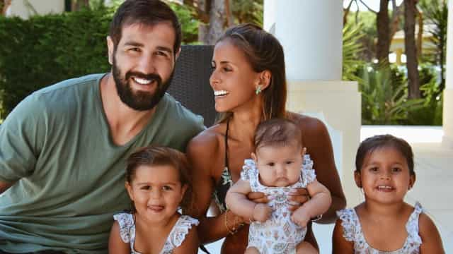 Filha mais velha de Carolina Patrocínio ajuda irmã bebé